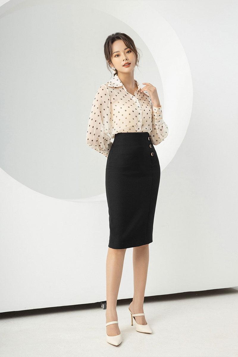 Chân váy bút chì cạp cao luôn là item được lựa chọn nhiều nhất vì nó vô cùng tôn dáng cho người mặc.