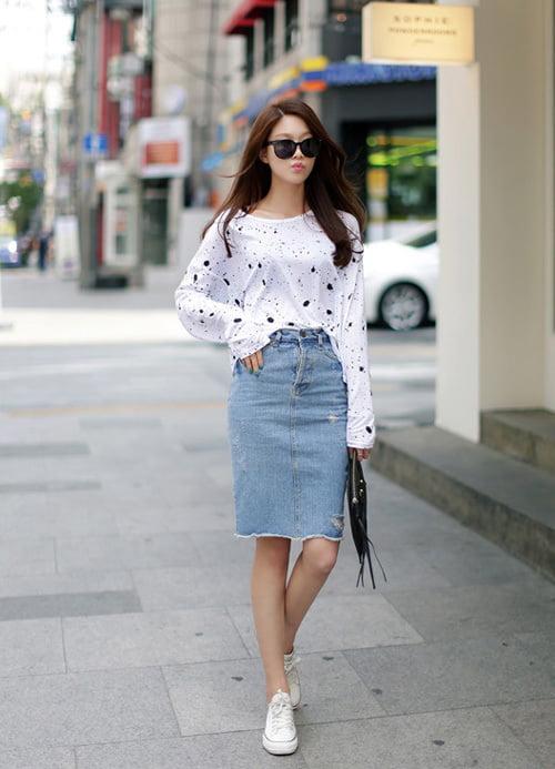 Phối một chiếc chân váy công sở Hàn Quốc bò dài đi làm tạo nên sự trẻ trung năng động.