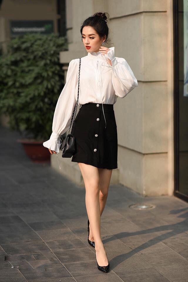 Phần đai eo cùng chiếc váy công sở Hàn Quốc tạo nên sự thanh lịch