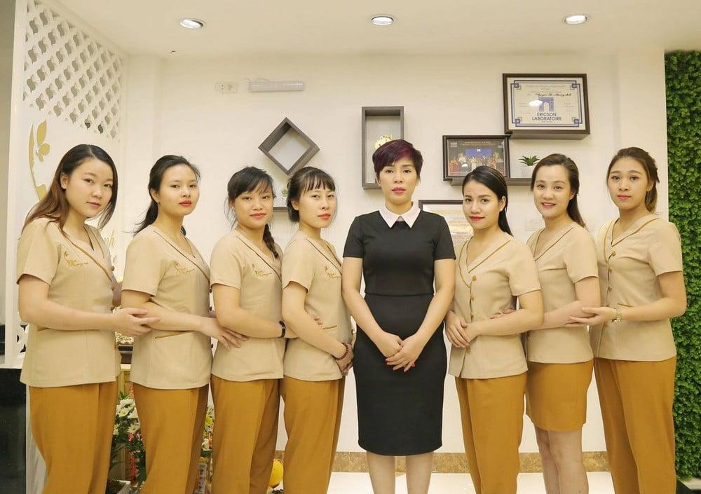 Một mẫu đồng phục dành cho nhân viên spa, thẩm mỹ viện đang rất được ưa chuộng tại NADI
