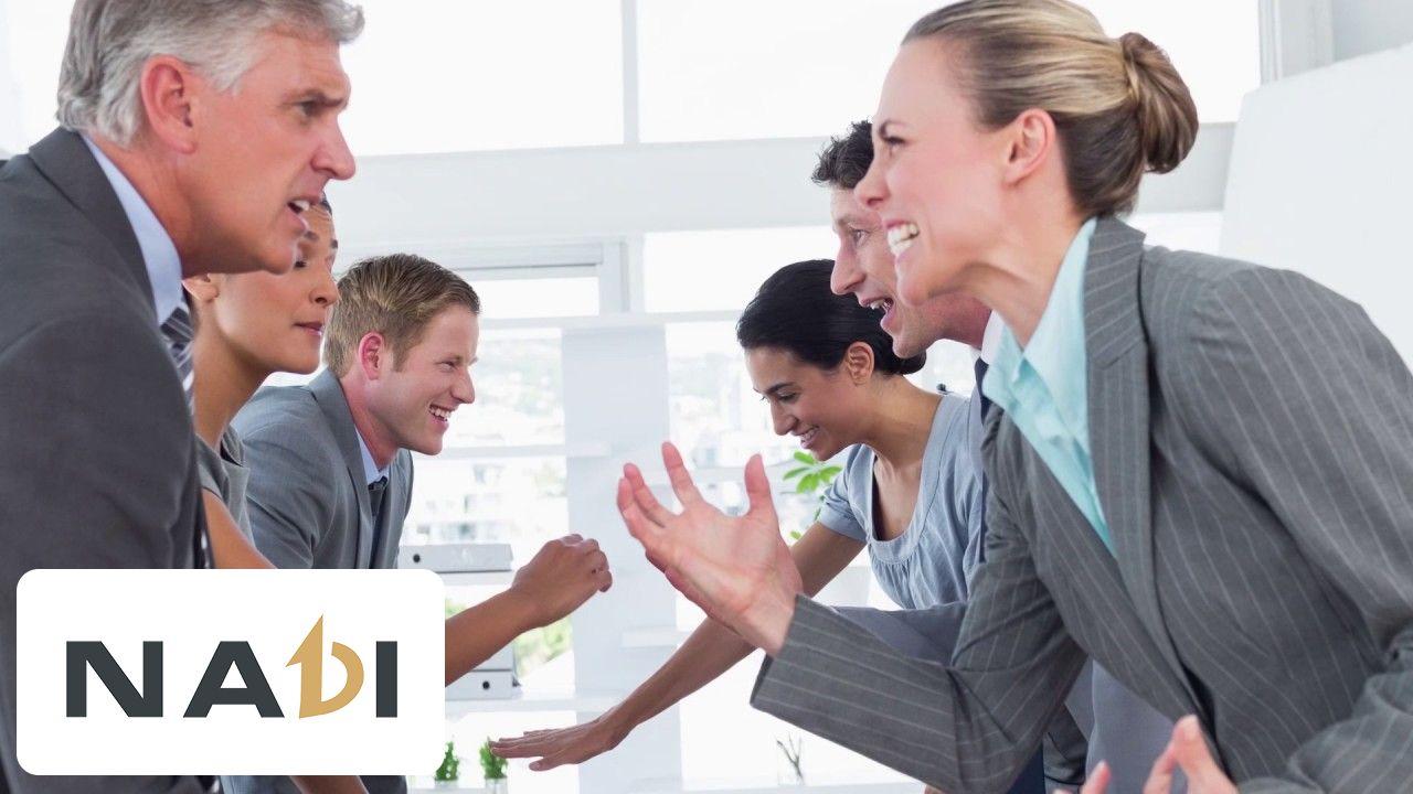 Giữ cho bản thân một thái độ bình tĩnh, một cái đầu lạnh trong việc trình bày quan điểm là kỹ năng giao tiếp nơi công sở nhất định bạn phải biết