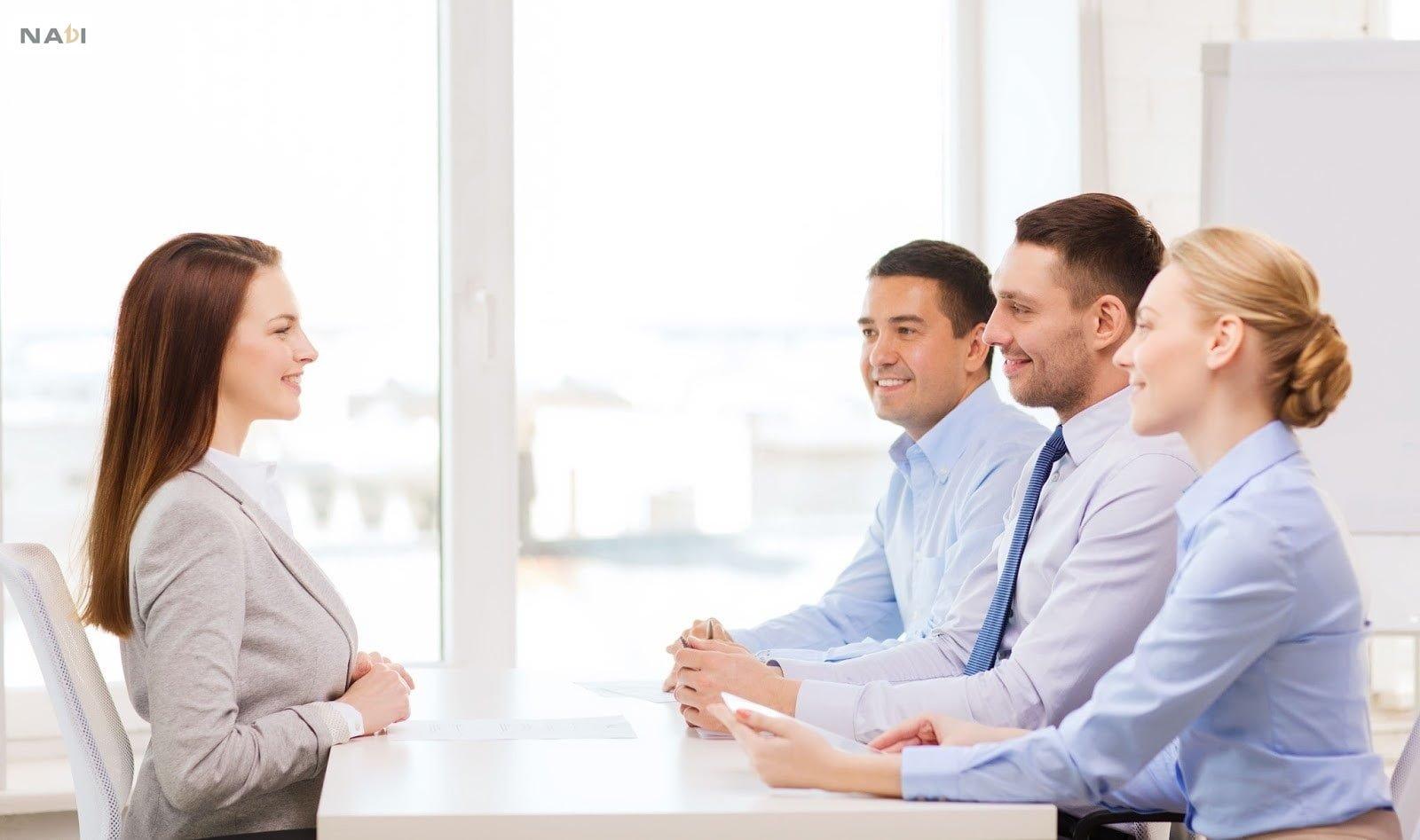 Học tiếng anh giao tiếp công sở giúp bạn tự tin hơn trong cuộc phỏng vấn.